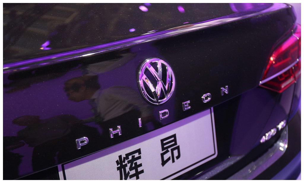 """""""小号辉腾""""6缸发动机+2.0T+7档双离合!奥迪A6要凉了"""