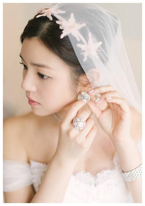 7大女星的婚纱照,陈妍希纯美,刘亦菲梦幻,热巴关晓彤各有千秋
