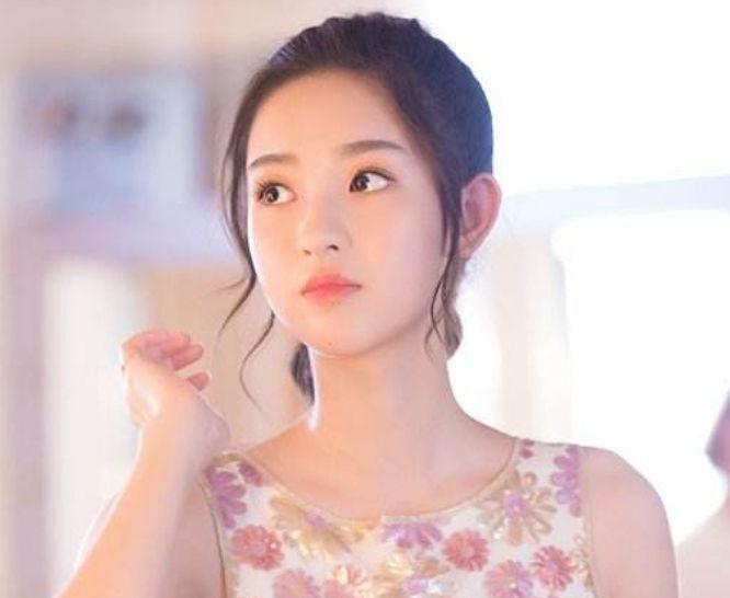 她是《夏至未至》中的傲娇公主李嫣然,颜值媲美郑爽赵丽颖!