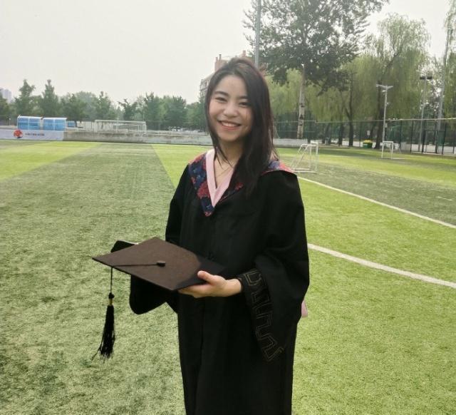 奥运冠军刘蕙瑕晒毕业照,与运动员时期大不同,颜值很漂亮