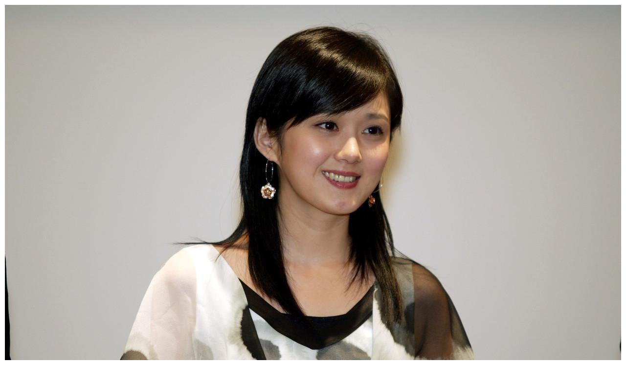 张娜拉出席新闻发布会,网友说:当年的刁蛮公主还是这么美