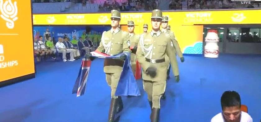 解气!男子400米颁奖,孙杨金牌,第2名的霍顿你还有何话说