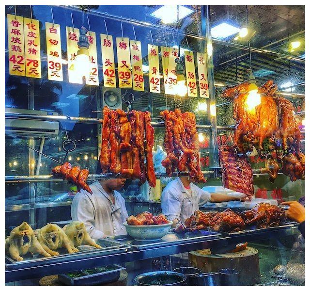 广式烧腊的最强王者:一啖新鲜出炉的烧肉,海珠老街坊日日排长龙