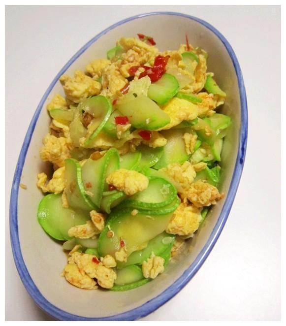 精选美食推荐:豆腐干肉丝,西葫芦炒鸡蛋,辣椒炒肉卷的做法