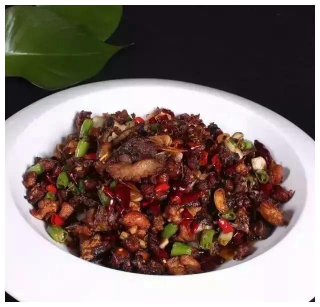 美食推荐:干炒小公鸡,酸汤金针肥牛,板栗炒豆腐的做法