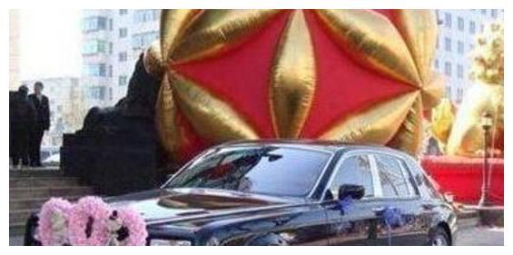 娱乐圈大佬赵本山背后的女人,身价几十亿,长相不输女儿!