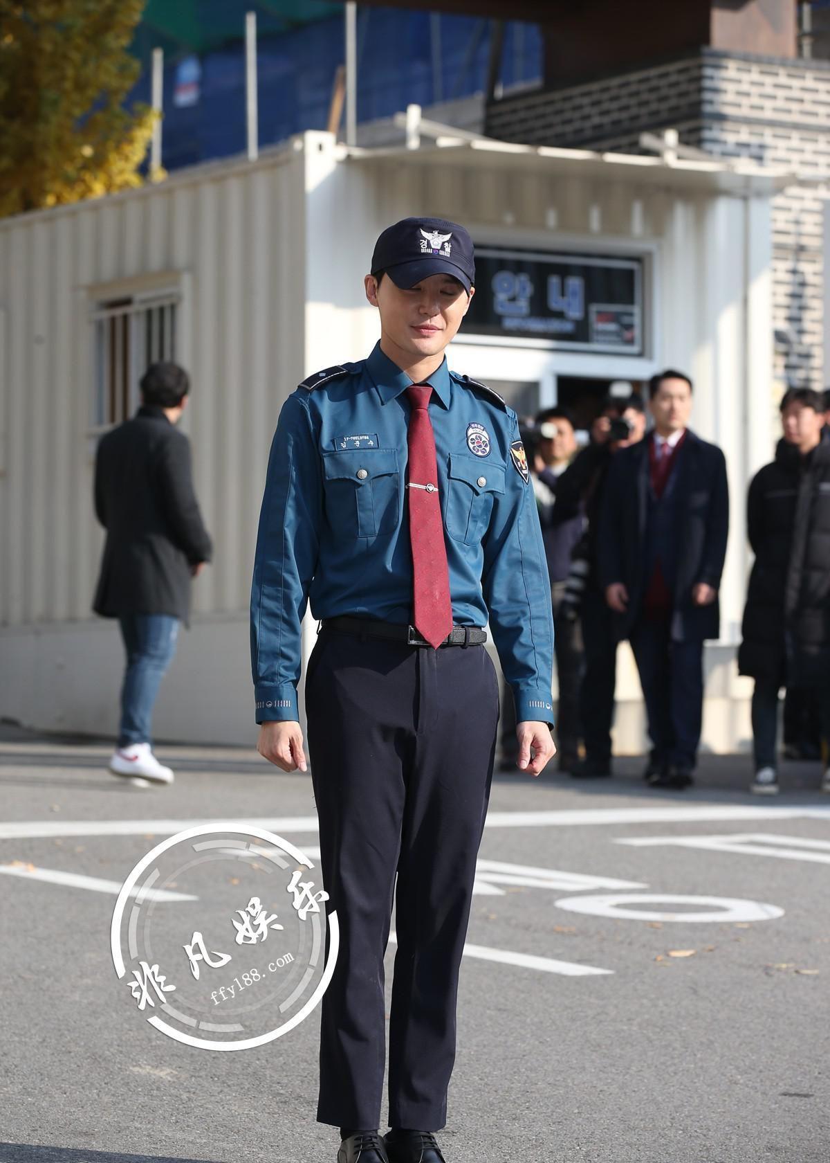 韩国男团JYJ成员金俊秀结束21个月义务警察服役