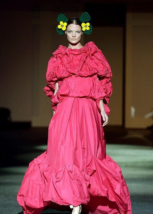 时装周:秀场上的超模小姐姐太帅啦,或许潮流圈真的是她们的天下