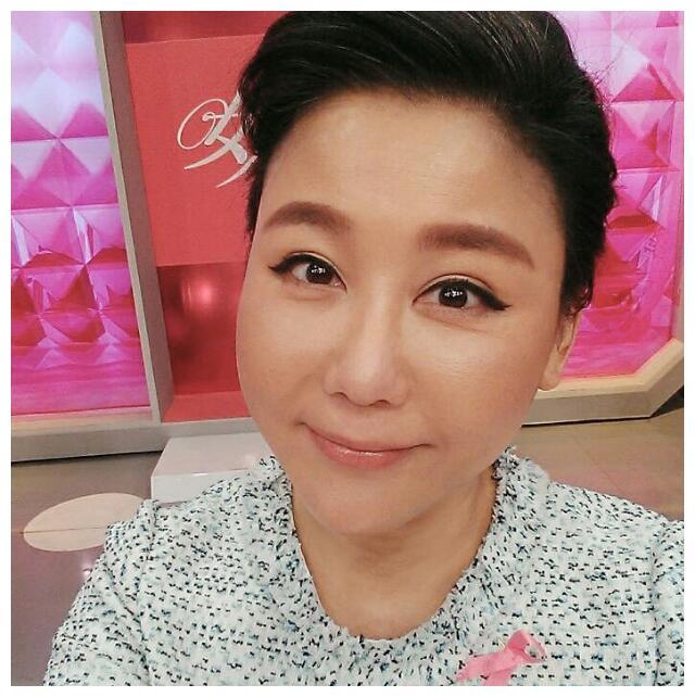 51岁女星蓝心湄近照,坦言做换肤手术,拥3亿资产却至今单身