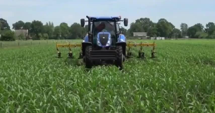 纽荷兰拖拉机配多功能设备松土和施肥双管齐下科技改变生活