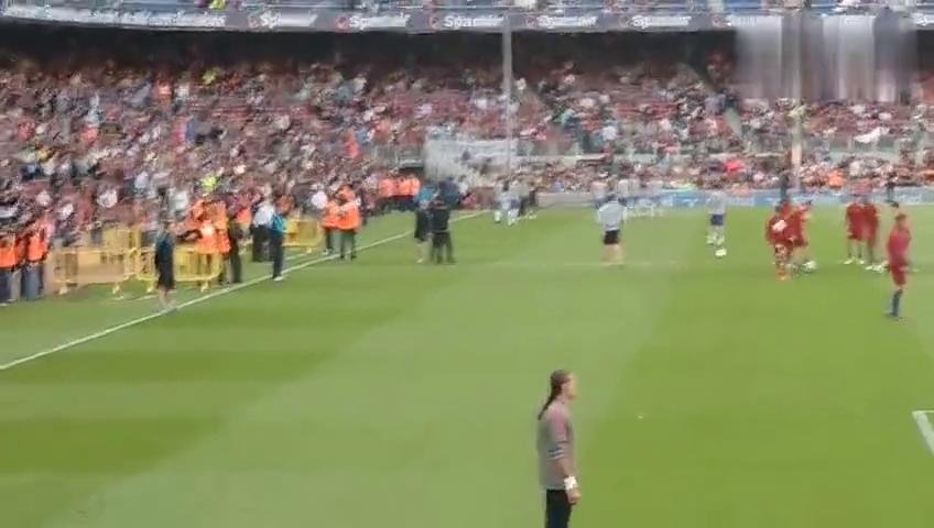 梅西和阿尔维斯的高空互接球训练,我想问下中国足球啥时候能做到