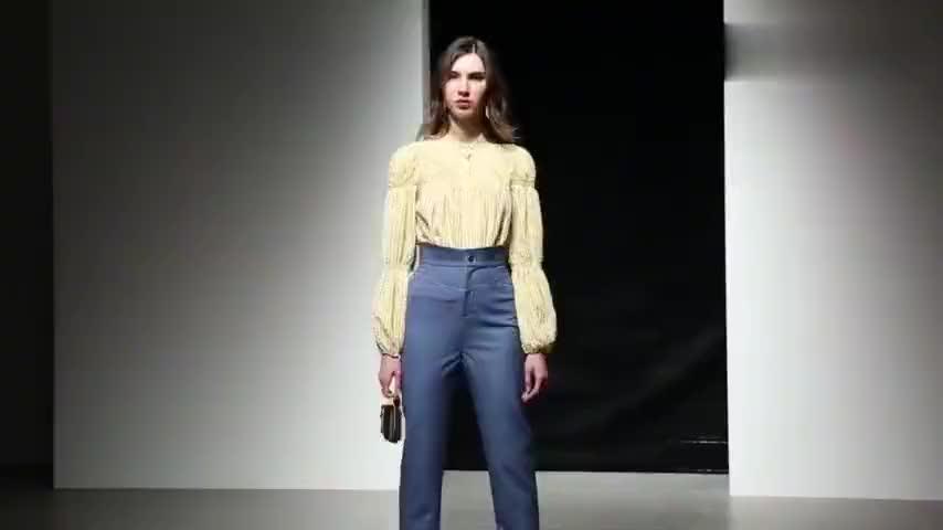 2020春装新款欧美时尚格纹抽褶灯笼袖衬衣高腰小脚九分裤套装