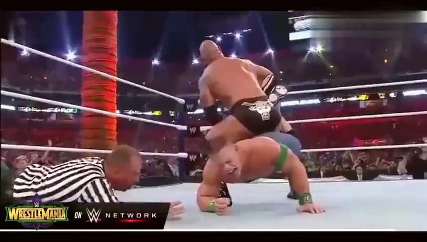"""WWE经典回顾:巨石强森强锁塞纳,""""不死小强""""再现奇迹!"""