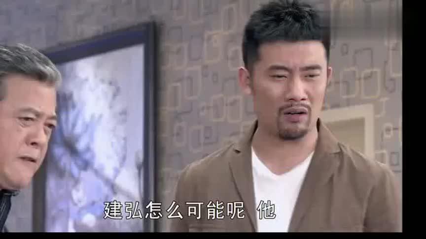 小西看到建弘给自己写信说的承诺跟甜言蜜语不再信任他