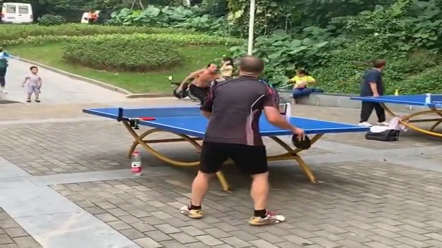乒乓球不愧是国球!民间的业余爱好者,个个身怀绝技