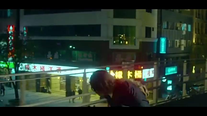比悲伤更悲伤的故事:男主跑到天桥,看着陈意涵就在眼前引泪崩