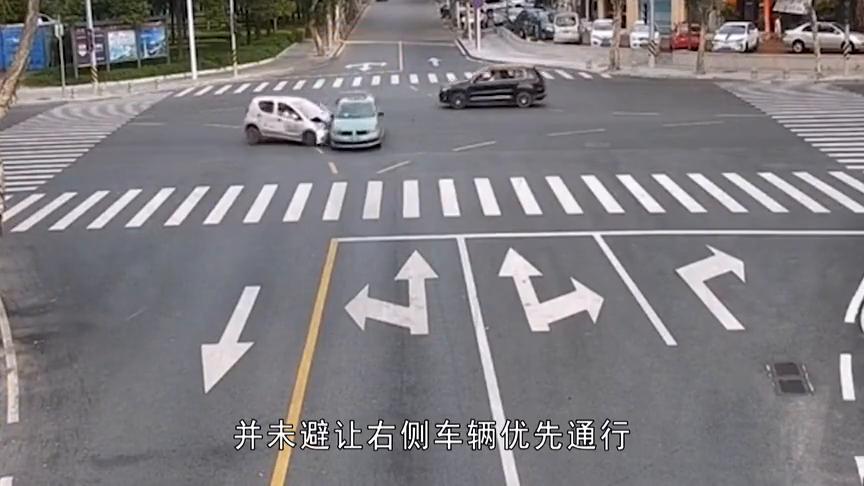"""惊险!珠海一出租车违规行驶!被共享汽车从侧面""""拦腰撞飞""""!"""