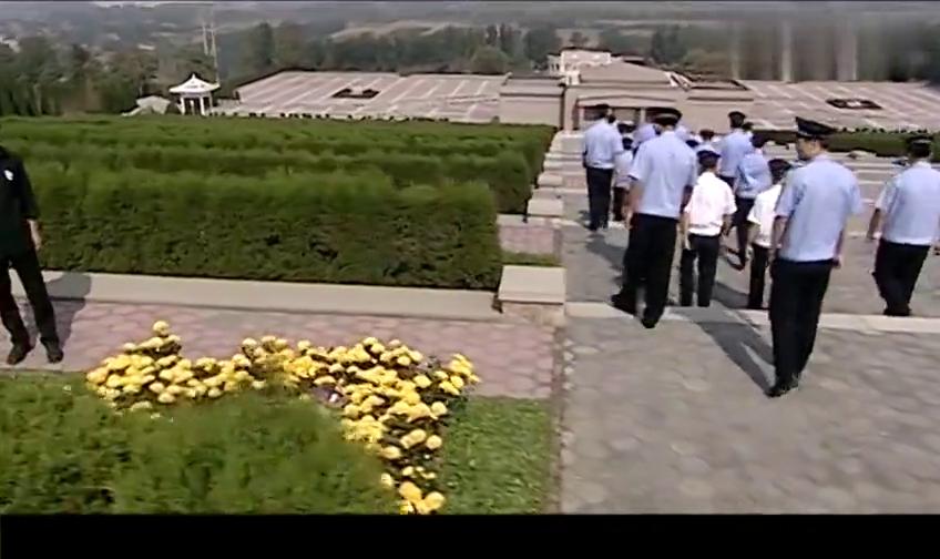 警中英雄:群众向烈士献花,这个警官竟这么做,被关禁闭!