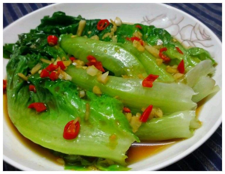 分享几道越吃越香的大厨家常菜:白灼生菜、木瓜黄鱼汤、手撕蒜苔