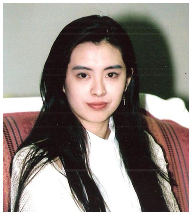 与齐秦苦恋17年后,嫁给500亿富商,今上亿资产孤身国外