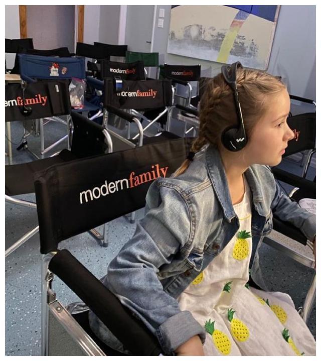 贝克汉姆客串的摩登家庭昨晚播出,奶爸晒小七当时美美的探班照
