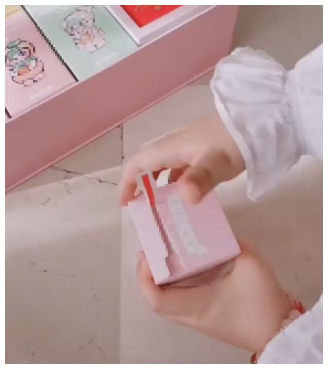 马蓉携女儿上线拜年,娜娜出镜自信大方,自曝每周都给女儿买礼物