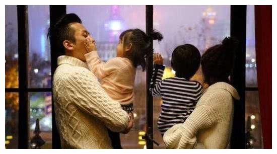 邓超承认孙俪三胎,还晒出一家4口加宝宝B超,孙俪笑的一脸幸福