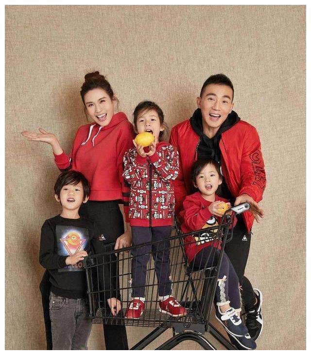 刘畊宏夫妇恩恩爱爱了整整17年,还生下了三位如此呆萌的小朋友