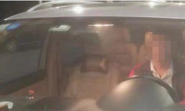 珠海奇葩男围观交警查车,反被抓去蹲一宿!刚谈到的项目……