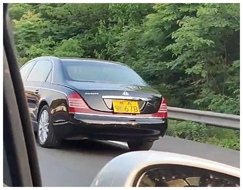 1100万迈巴赫62S现杭州,看到车牌那一刻,就能知道车主是谁