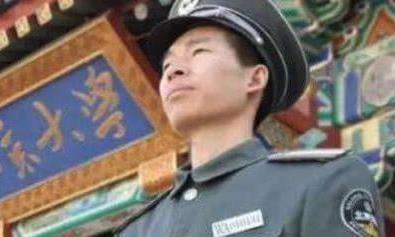 曾是北大保安,后考入北京大学法律系,如今当起了校长
