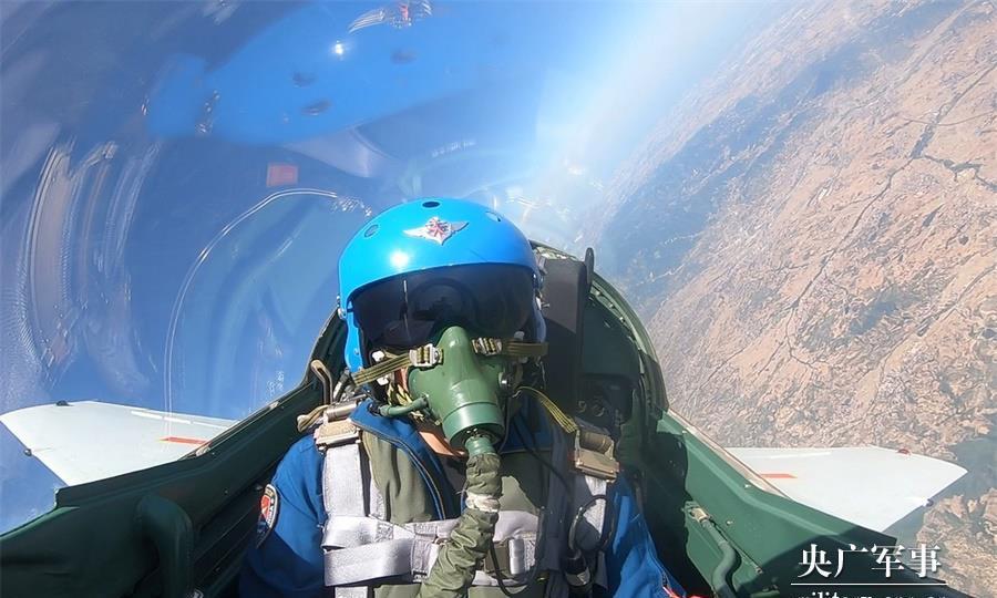 直刺苍穹!海军航空兵某训练团开展实战化课目训练