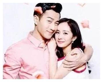 杨幂回香港探望女儿和前夫,两人陪小糯米做游戏,看起来很开心
