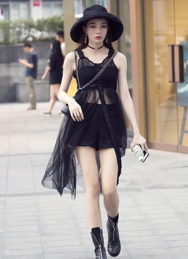 路人街拍:五款迷人又典雅的时尚穿搭,让你尽显气质美
