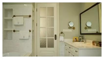 越来越多人卫生间不装开平门了,聪明人都用折叠门代替,美观实用