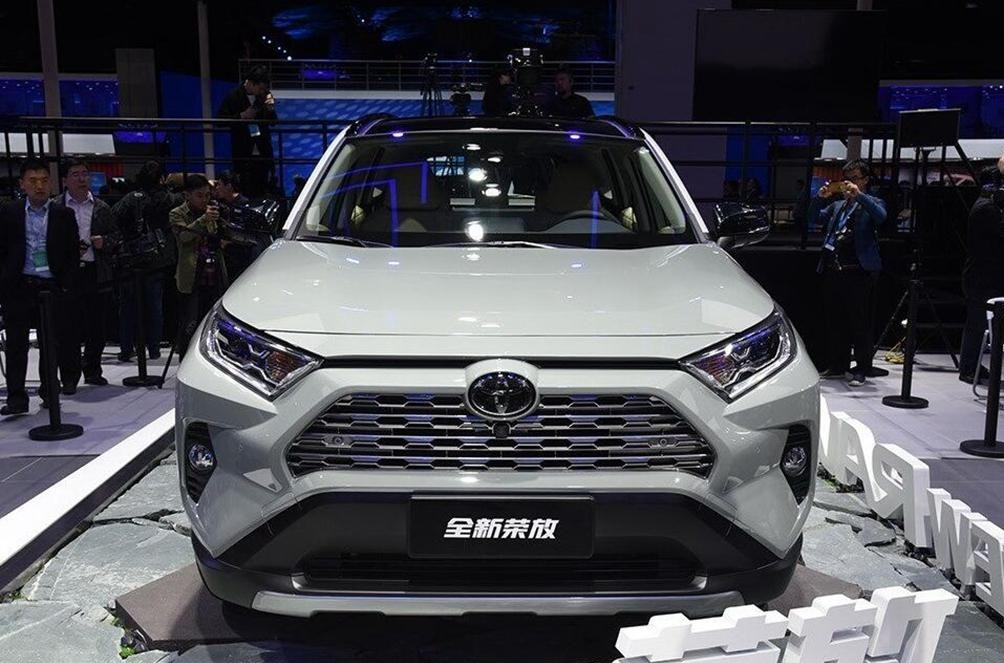 又是一款硬派SUV,新车搭载2.5L+218匹马力,将于今年10月上市!
