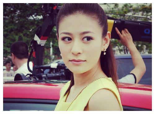 曹云金前女友江若琳被成功求婚 晒恩爱照称找到了真正的爱情