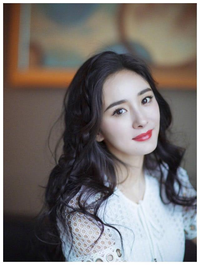 官媒批评杨幂:人到中年还演偶像剧就是装嫩,网友:有点尬!
