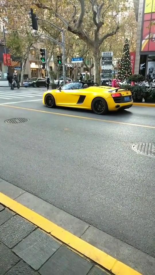视频:开敞篷版奥迪a8的有钱人,那一定不只这辆车!