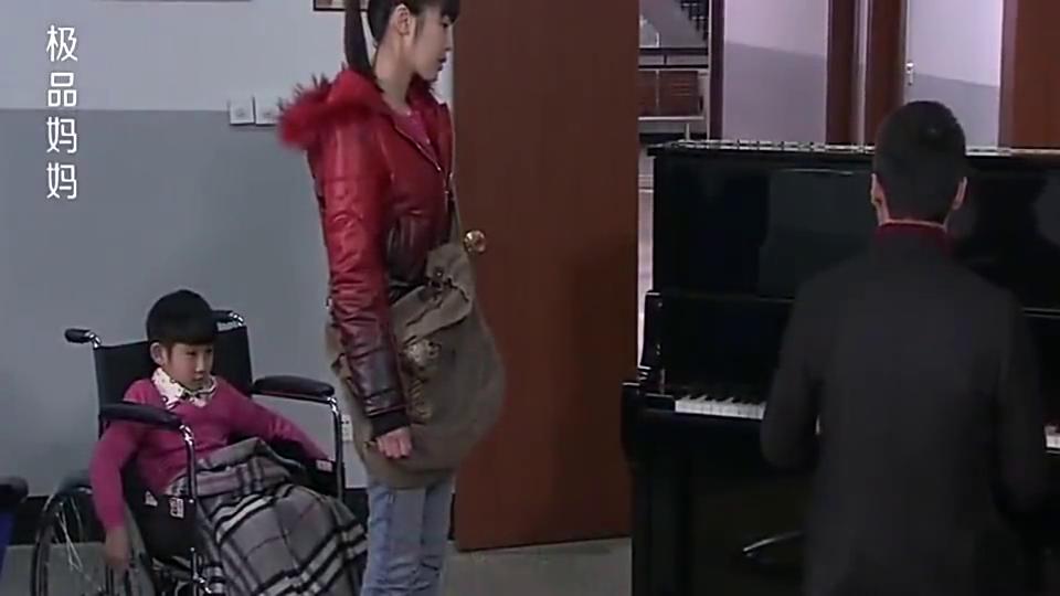男子弹钢琴向女友求婚,在儿子神助攻下,单膝跪地掏戒指,帅呆了