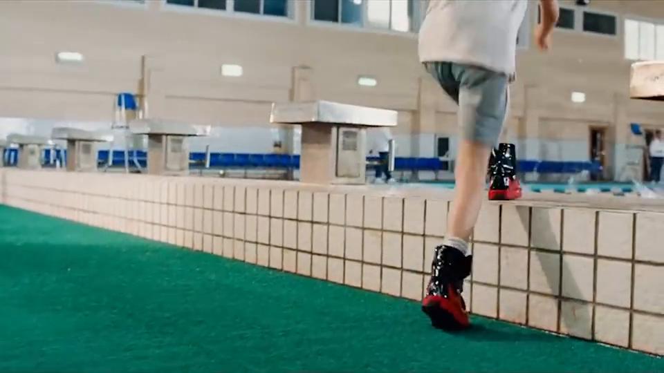 这真是双万能运动鞋,海陆空全能适用,穿上它感觉拥有全世界!