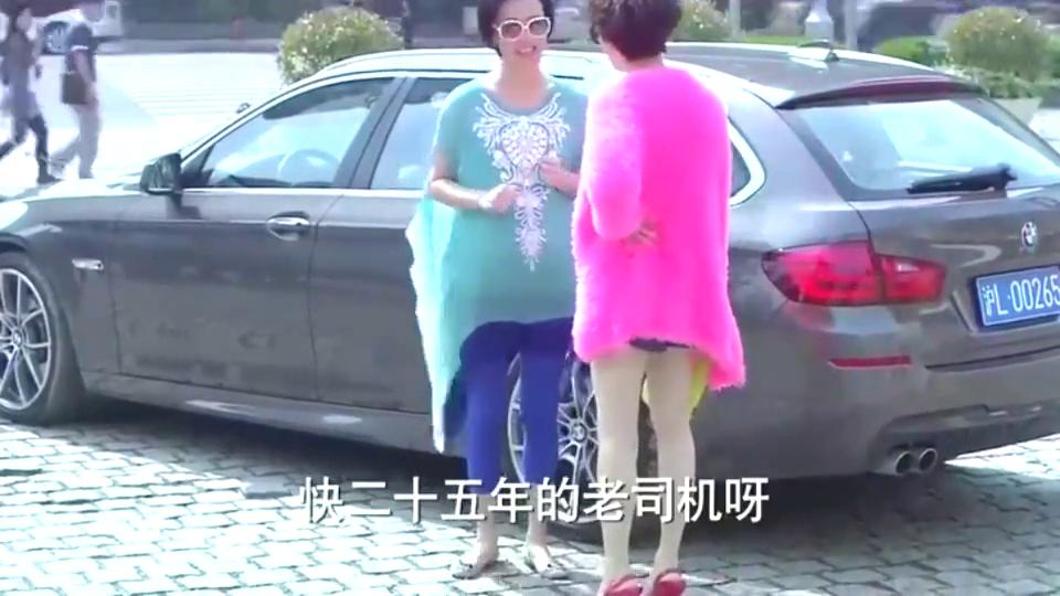 李木子怀孕之后,对夏冰的态度大有改善,两人还一起开心逛街