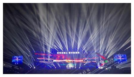 溧阳人民满心欢喜的去看伍思凯演唱会,结果失望了