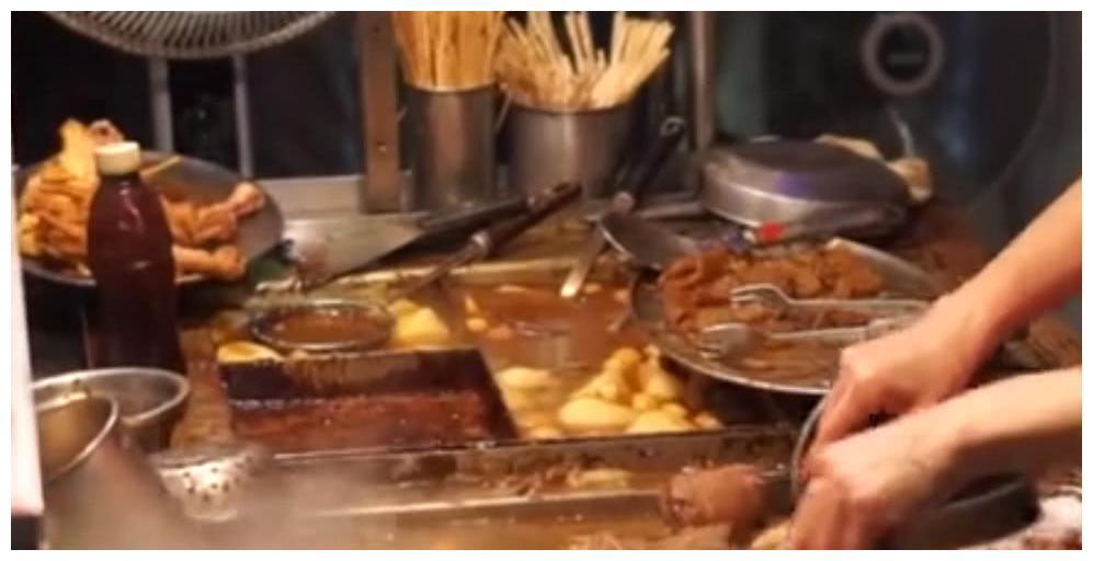 香港特色小吃牛杂摊,汤汁浓郁又美味!生意火爆想吃要排队