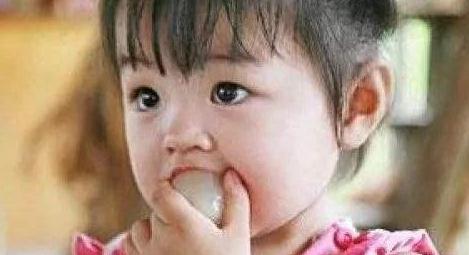 4岁宝宝荔枝核卡喉,医生感叹:母亲的两个果断,救了孩子一命