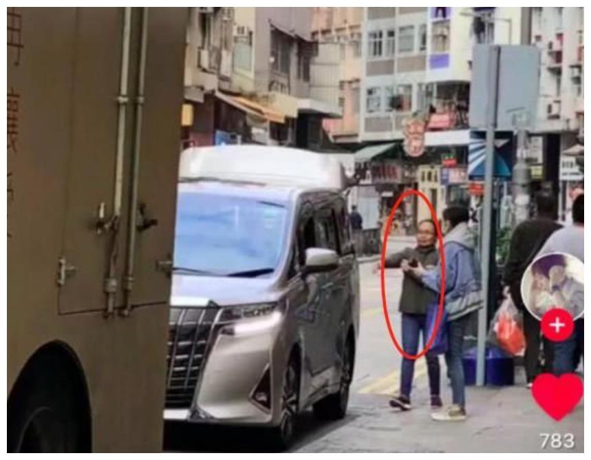 刘恺威母亲带小糯米现身街头,近照曝光像是缩小版杨幂
