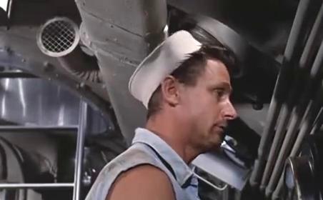 花花公子到了潜艇上,居然搞出这么多花样过生活,真是会享受啊