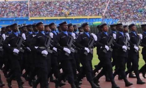 非洲小国邯郸学步,模仿中国解放军阅兵仪式,鞋子成最大亮点