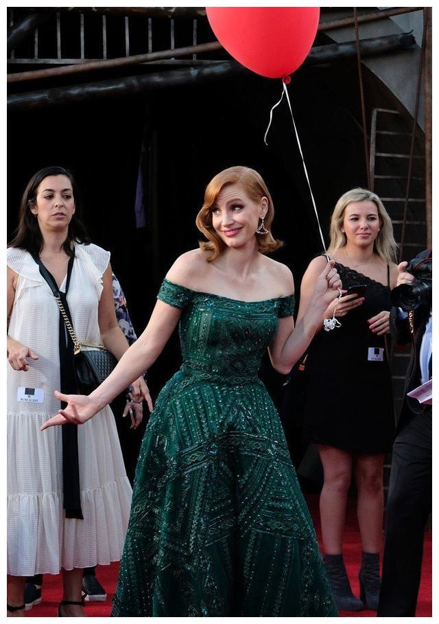 """女星杰西卡查斯坦的各种""""绿色套装""""让人眼花缭乱"""