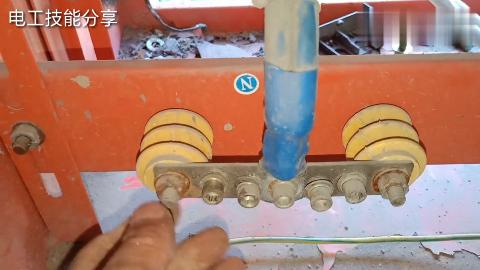 工地电工临电箱是怎么压电缆的电工师傅实际操作一一演示教给你